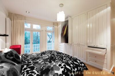 Slaapkamerkast met lades en kledingroedes