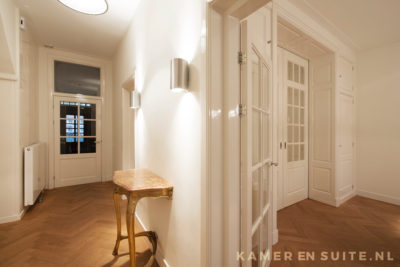 Tochtportaal en kamer en suite