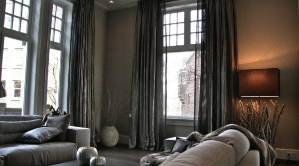 Klassiek raamkozijn met glas in lood massief hout duurzaam raamkozijn