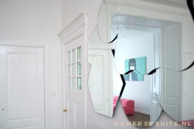 Kamer en suite en kamerdeur met kroonlijst