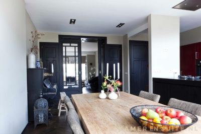 Moderne keuken met klassieke kamer en suite