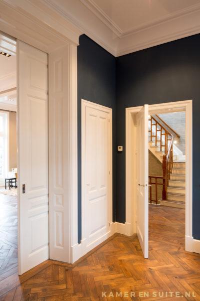 Losstaande kasten in Amsterdamse kamer en suite