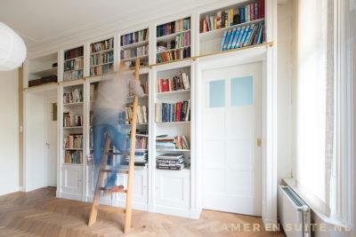 Hoge boekenkast